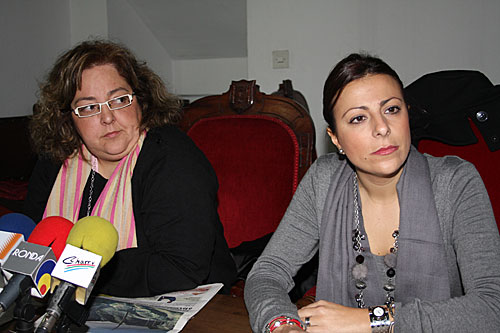 Mª Paz Fernández, a la derecha, junto a Begoña Chacón.