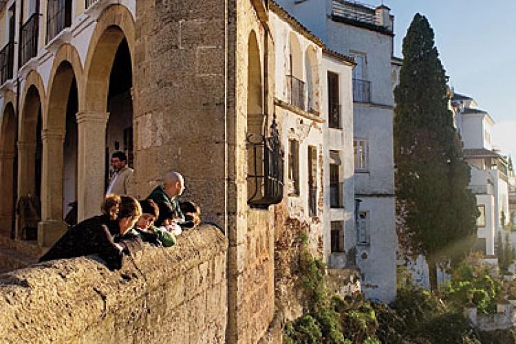 La Diputación ofertará estancias gratuitas con carácter cultural de tres días en hoteles de Ronda a personas mayores de la provincia