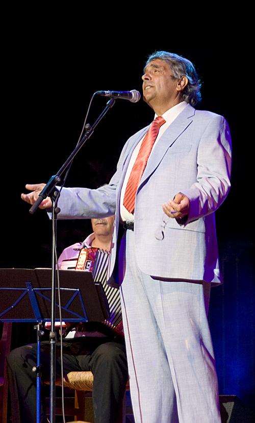 José María Tornay cautivó al público con un sensible pregón y un destacado recital.