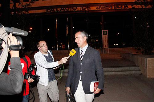 El abogado de Martín de Haro, anoche a su salida del juzgado.