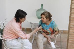 Cecilia Carrasco, muy sonriente durante la entrevista.