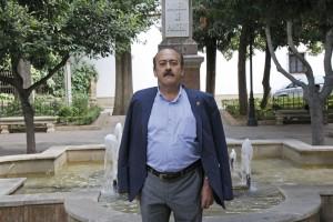 Vicente Becerra en la Plaza Duquesa de Parcent.