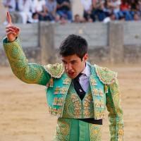 Desplante del novillero rondeño Luis Rincón.