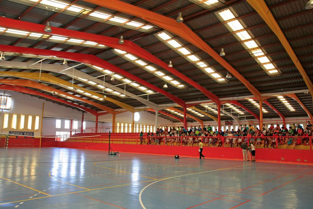 Finaliza la reparaci n de la cubierta del polideportivo for Piscina cubierta ronda