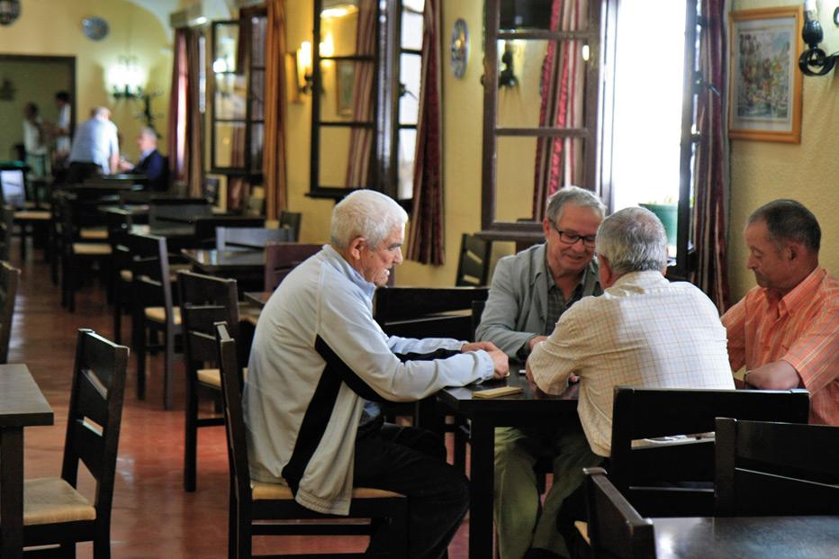 Empieza a funcionar el comedor social dirigido a personas for Comedor 12 personas chile