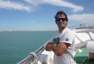 El autor reside actualmente en Marbella.