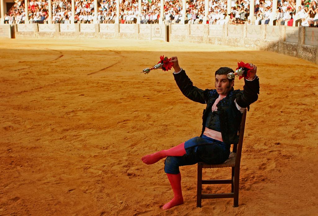 Una foto distinta de Morante de la Puebla cada día - Página 2 Morante-sentado-silla-plaza-toros