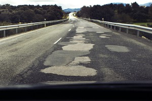 Carretera Ronda-Cuevas del Becerro a la llegada al Puente de la Ventilla.