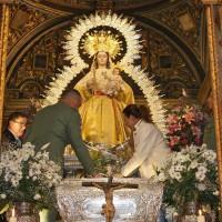 Salom y Fernández, ante la imagen de la Patrona.
