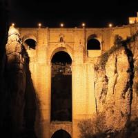 El Puente Nuevo volverá a apagar sus luces durante la Hora del Planeta