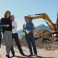 El Ayuntamiento inicia las obras para construir una nueva puerta en el colegio de Los Prados