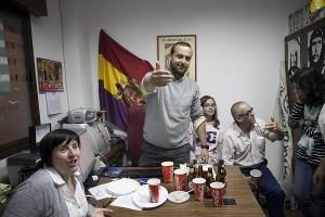 Álvaro Carreño y miembros de IU en su sede.