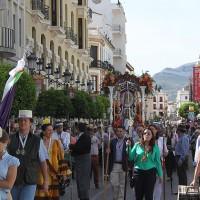 Algo más de 100 rondeños emprendieron el camino a la aldea del Rocío en la mañana del lunes.