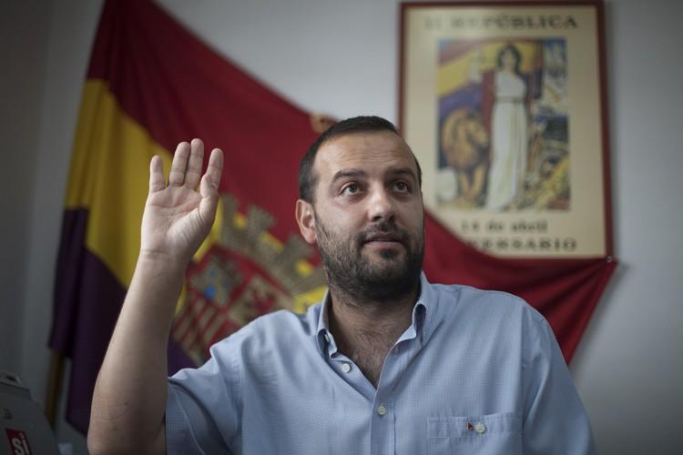 """Carreño (IU) se niega a ofrecer explicaciones sobre los 6.600 euros que gastó el Tripartito en """"copas y canapés"""""""