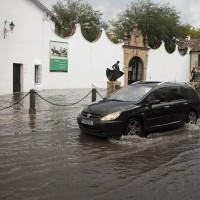 Una repentina tromba de agua deja diversas inundaciones