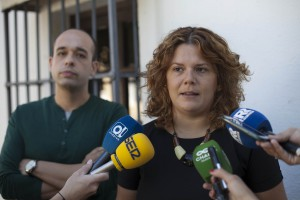 Teresa Valdenebro, portavoz del PSOE, junto a su compañero Alberto Orozco.