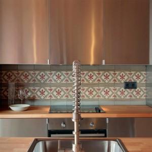 En la cocina la iluminación no es importante aunque conviene tener bien iluminada la superficie de trabajo. © Lara Pujol/ homify.es