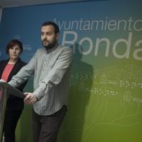 IU abre negociaciones con PSOE y PA para una posible moción de censura