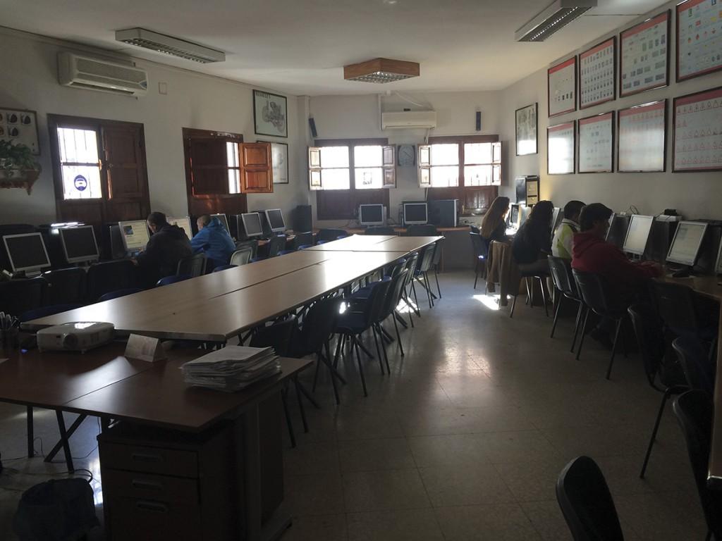 Sala de ordenadores para la realización de test