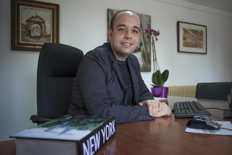 El concejal de Patrimonio se da cuenta un año y medio después de estar gobernando de que la Casa del Jalifa está abandonada