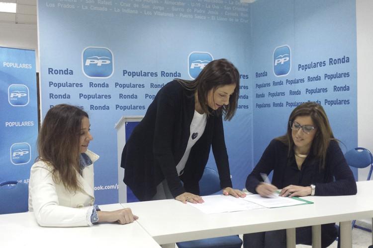 """El PP califica de """"teatro"""" la visita de una consejera"""