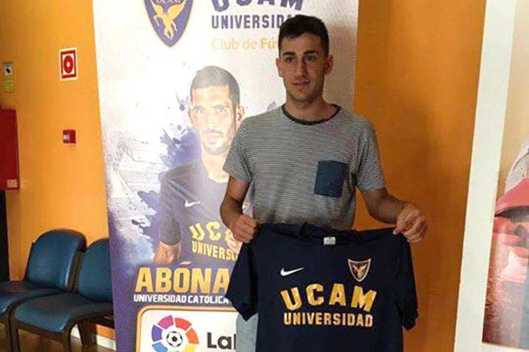 El futbolista rondeño Alejandro Camacho ficha con el UCAM Murcia dentro de la División de Honor Juvenil