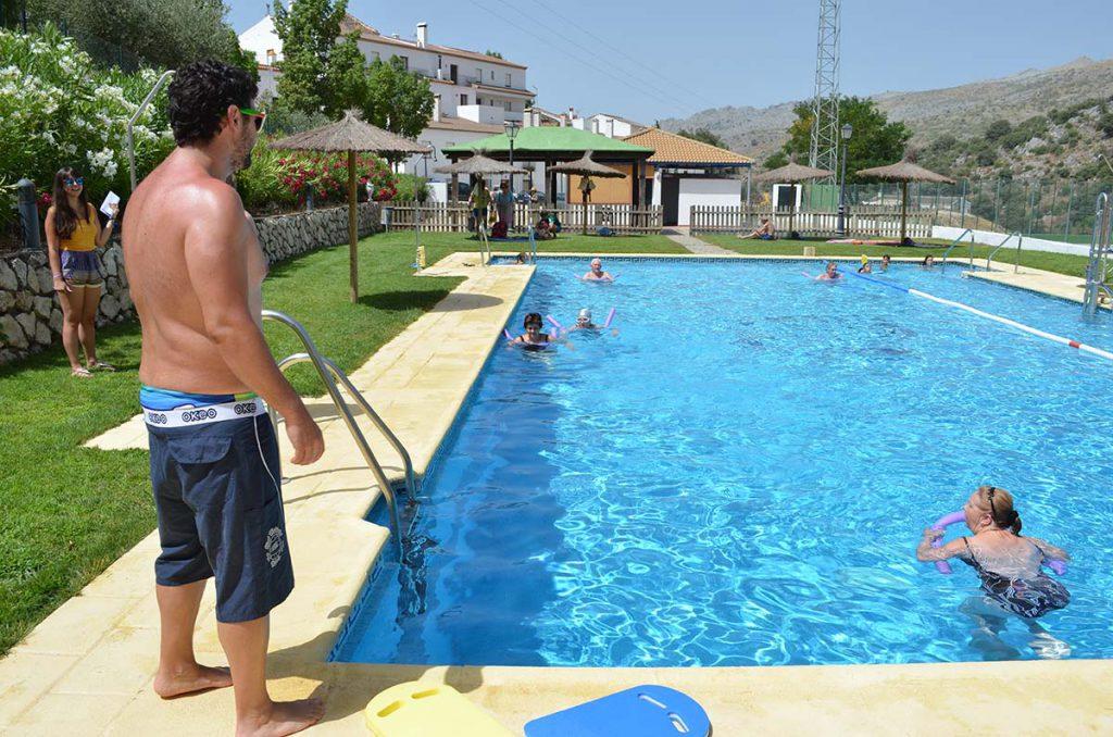 Parauta ofrece a sus vecinos una campa a gratuita de for Piscina de natacion