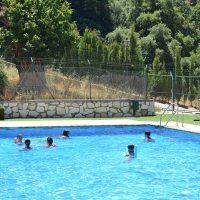 Pujerra ofrece a todos sus vecinos cursos gratuitos de natación en su piscina municipal