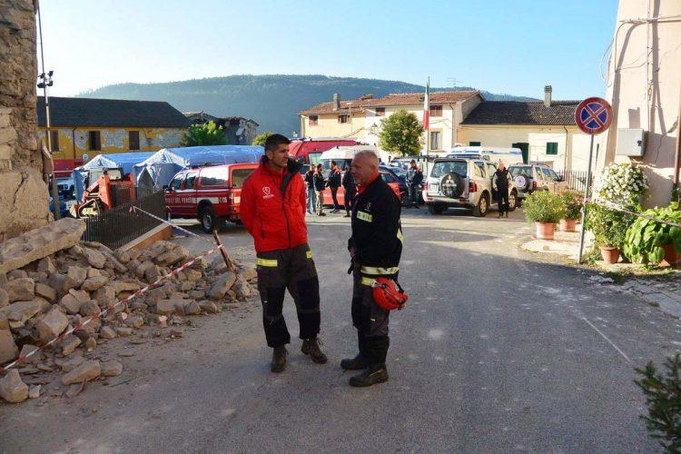 Misión cumplida: los dos bomberos guías de Ronda y sus tres perros regresan de Italia