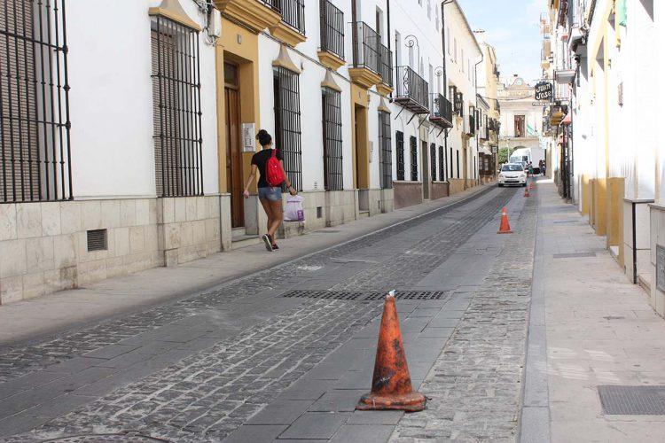 El Ayuntamiento sustituirá parcialmente el deteriorado pavimento de la calle Villanueva