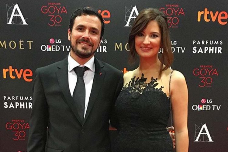 Alberto Garzón se casará próximamente con Anna Ruiz, una médico rondeña