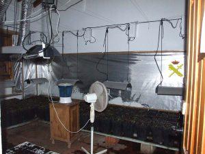 El detenido, presuntamente, también había enganchado la luz de forma ilegal.