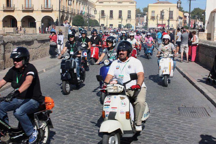 Más de 200 motos Vespa y Lambretta de toda España se dan cita en Ronda