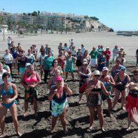 Más de 300 personas mayores de la Serranía participan en un programa de actividades en la playa