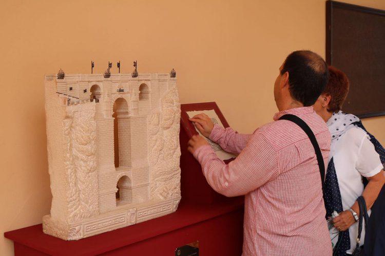 Siete miniaturas en piedra de monumentos de Ronda se suman al equipamiento turístico de Santo Domingo