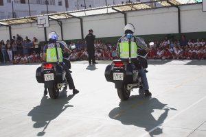 También se han podido contemplar los vehículos policiales.