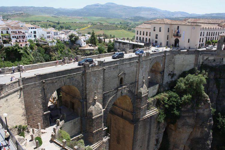 El Ayuntamiento estudia restringir la circulación de vehículos en el casco histórico
