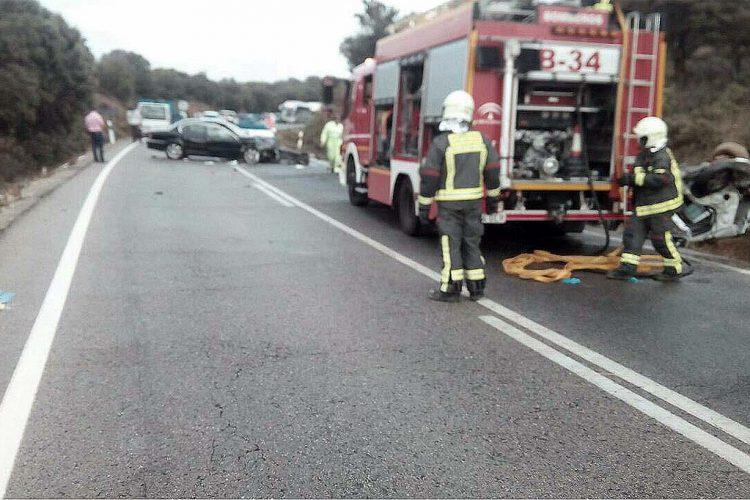 Dos heridos graves y otros dos leves al colisionar dos vehículos en la carretera Ronda-Cuevas del Becerro