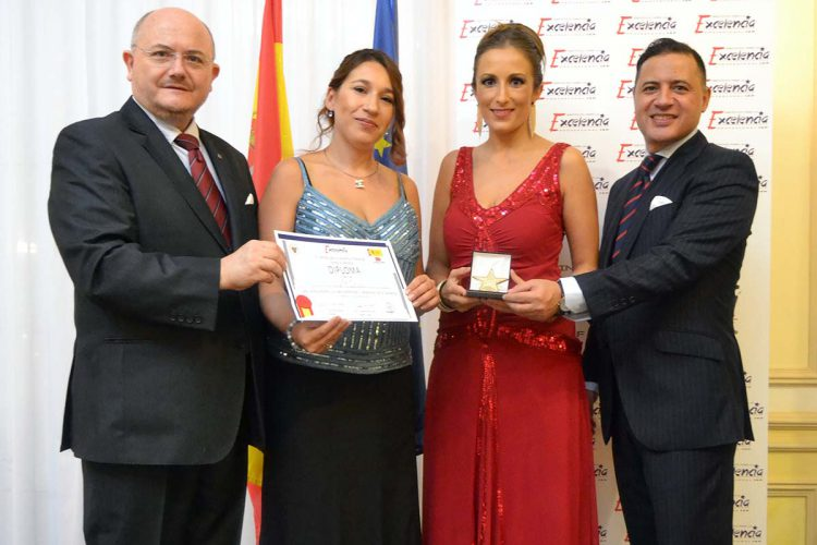 La empresa rondeña de decoración de interiores 'ACDecor' recibe la Estrella de Oro a la Excelencia Profesional