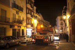 La calle permaneció cortada mientras duraron los trabajos de los bomberos.