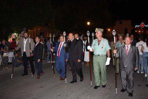 Autoridades en el desfile procesional.