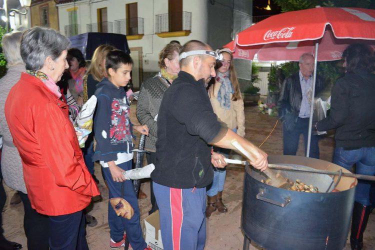 Alpandeire celebrará este sábado su tostón solidario de castañas
