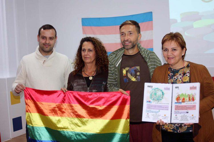 Carreño llevará a los colegios rondeños una exposición sobre la homosexualidad entre los animales