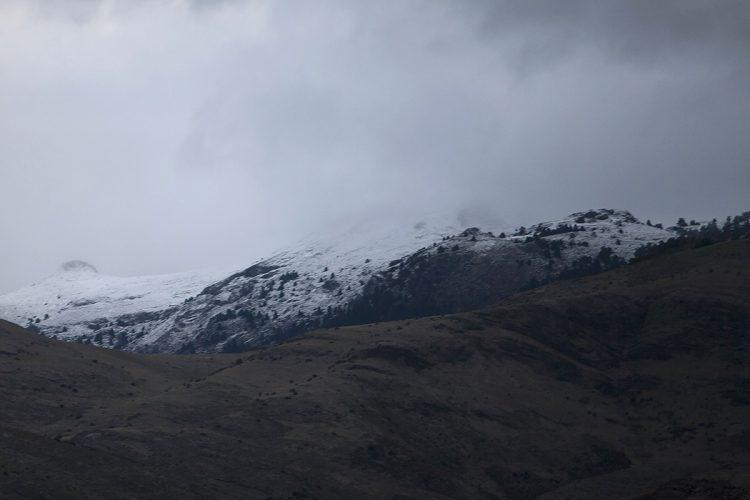 La primera nevada de la temporada cubre de blanco los picos más altos de la Sierra de las Nieves