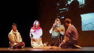 Los alumnos en un momento de la representación de 'Malala'.