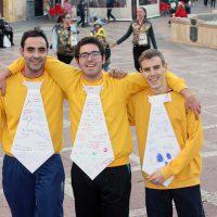Tres amigos en la carrera de San Corbata del año pasado.