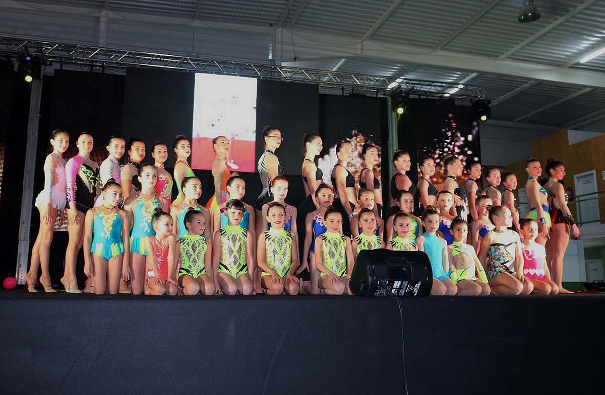 La xii gala del deporte reconoci a entidades y a for Piscina cubierta ronda