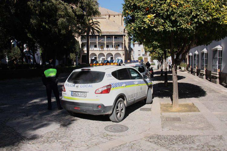 La Policía Local detiene a un hombre que propinó varios golpes y fracturó la tibia y el peroné a su pareja