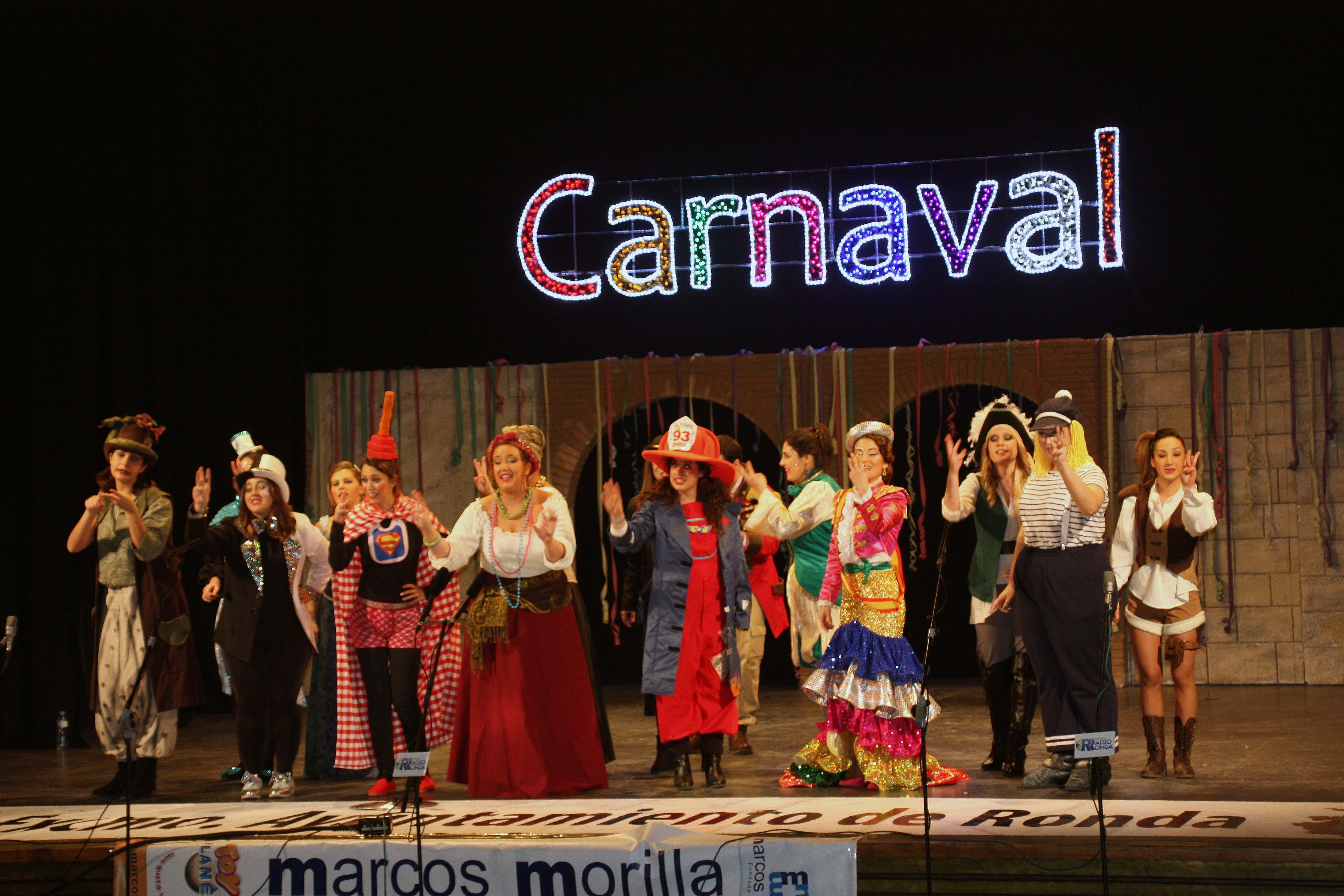 Colorido, arte y coplas llenaron de Carnaval el Teatro Espinel en la ...