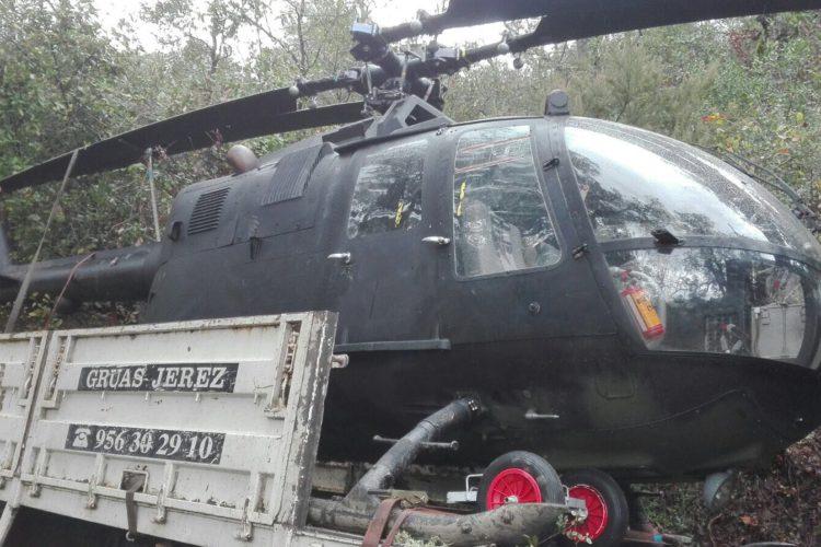 La Guardia Civil interviene un helicóptero sin documentación ni matrícula en una finca de Faraján